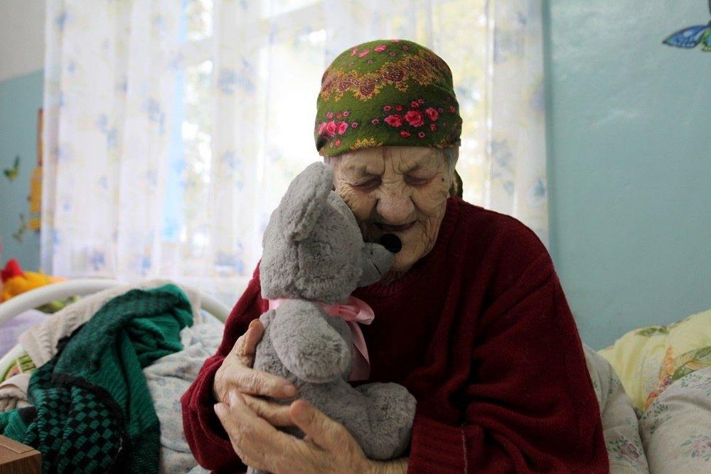 Дома престарелых – признак болезни общества