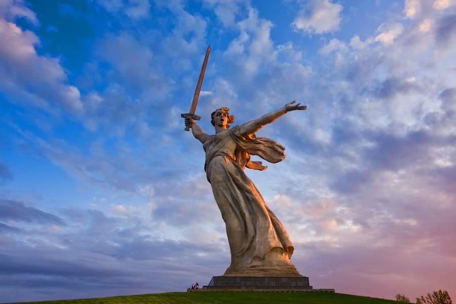 Статуя «Родина-мать зовет!»