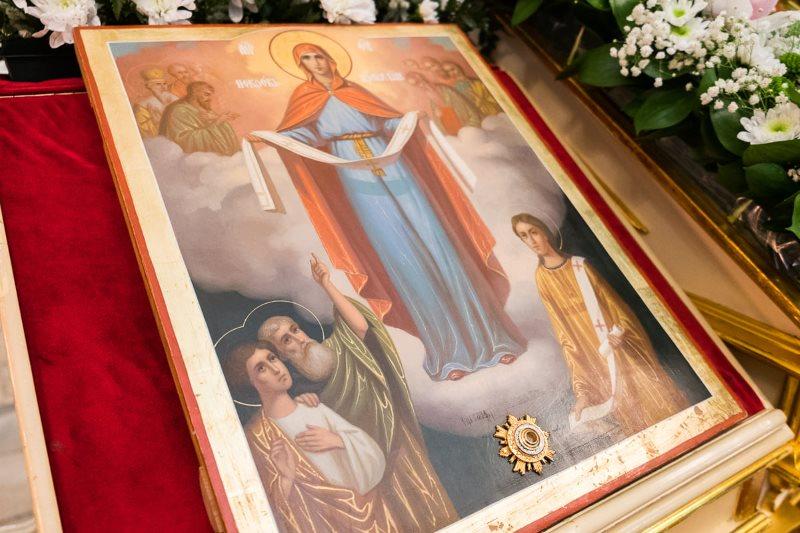 Покров Пресвятой Богородицы. Икона в храме