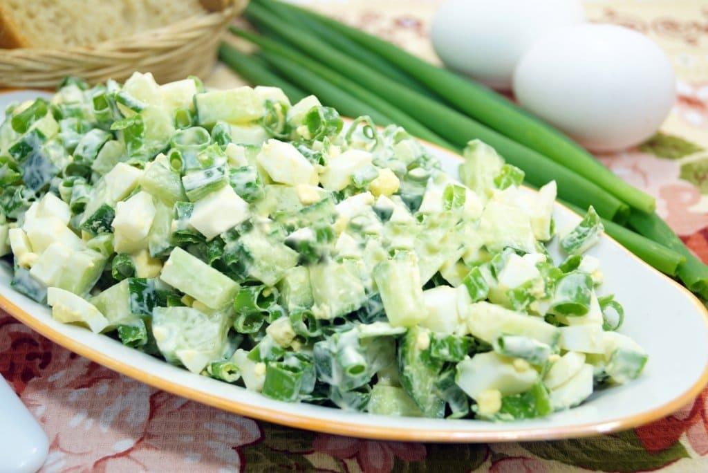 Салат из зеленого лука