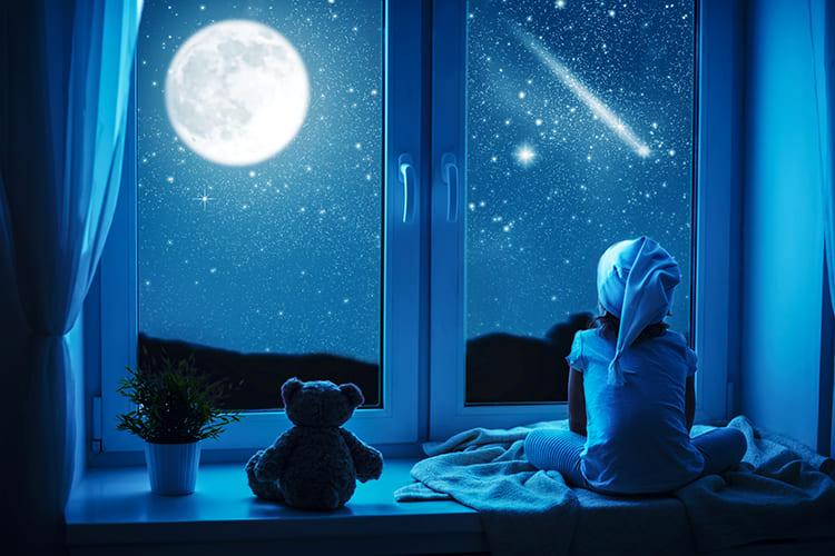 Ночное небо. Звезды. Луна