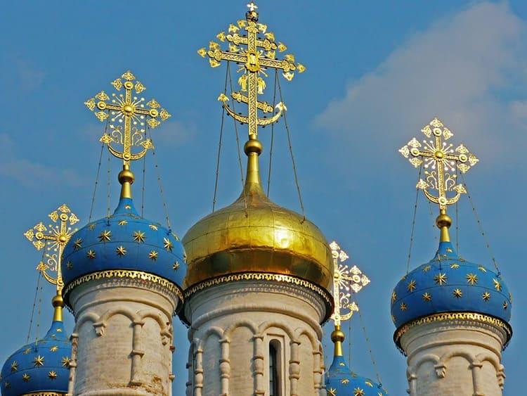 Храм. Купола. Кресты