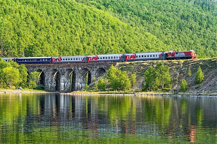 Поезд. Мост