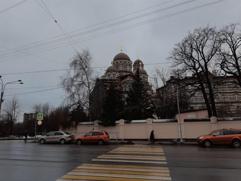 01. Иоанновский монастырь (на дальнем плане)