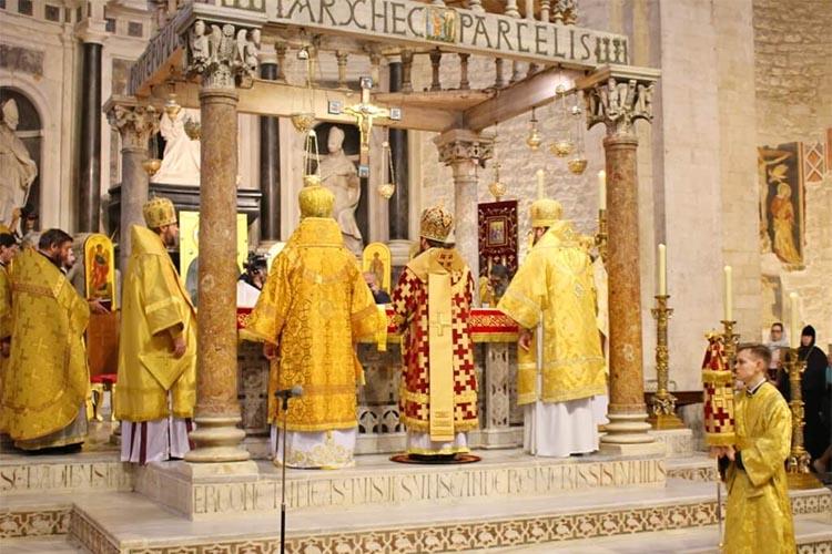 Архиерейская служба. В базилике святителя Николая