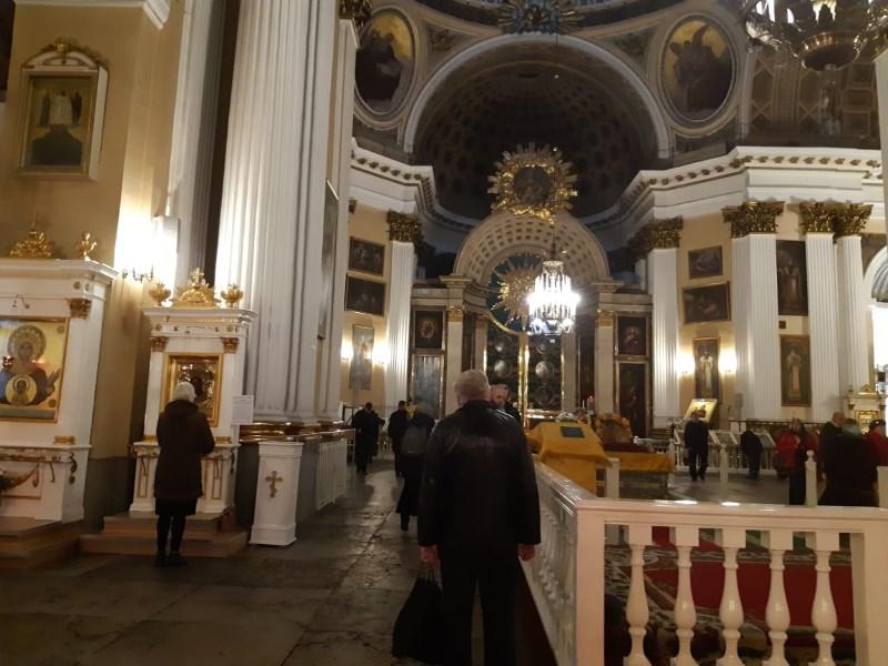 Александровский собор. Паломники
