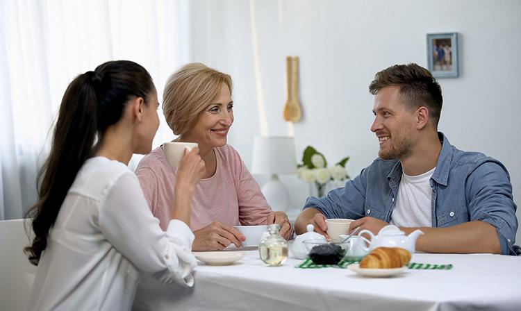 Невестка и свекровь, мама и дочь, зять и теща