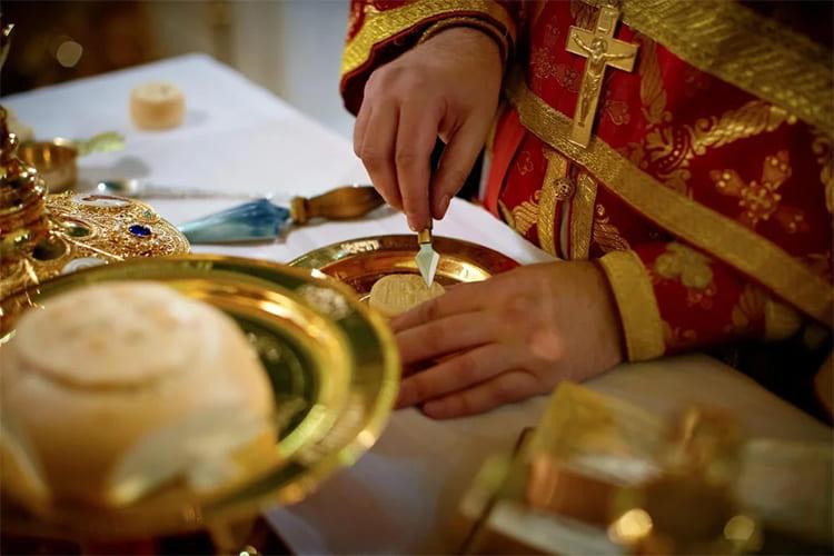 Поминовение усопших во время литургии
