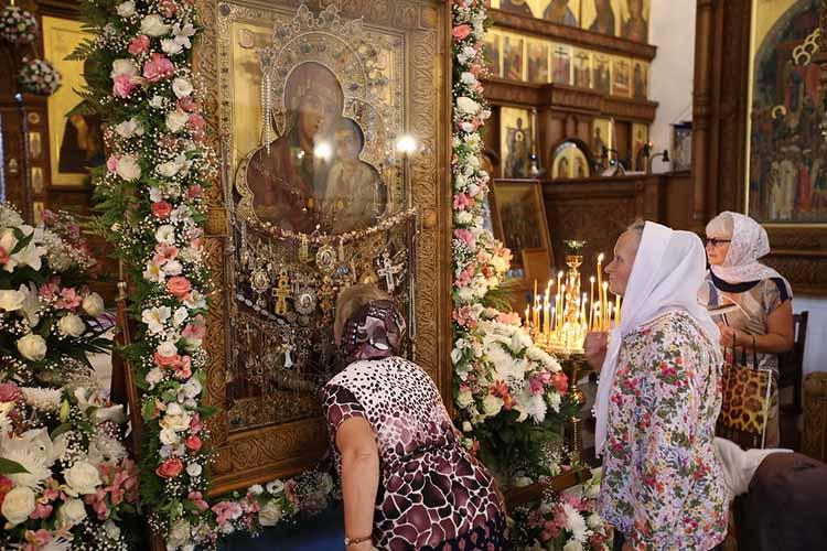 Пред иконой Божией Матери