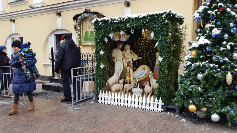 Вертеп рядом с Чудотворной иконой св. Матроны