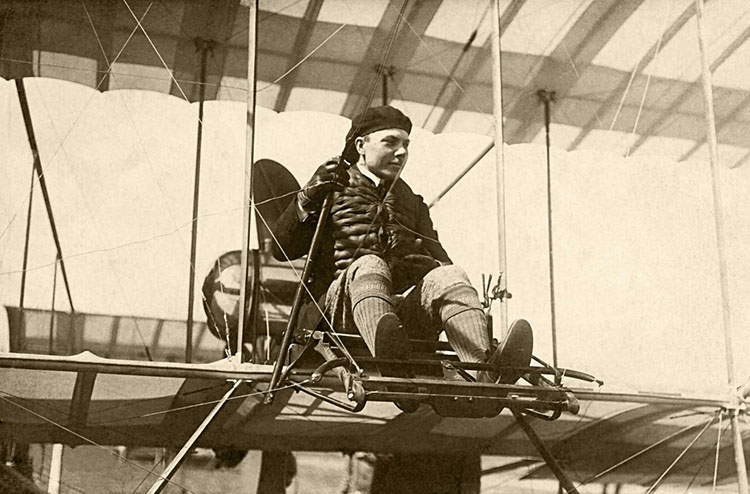 Авиатор Ефимов на биплане «Фарман»