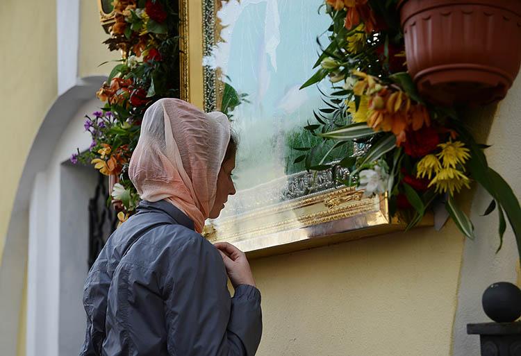 У Матроны Московской в Покровском монастыре