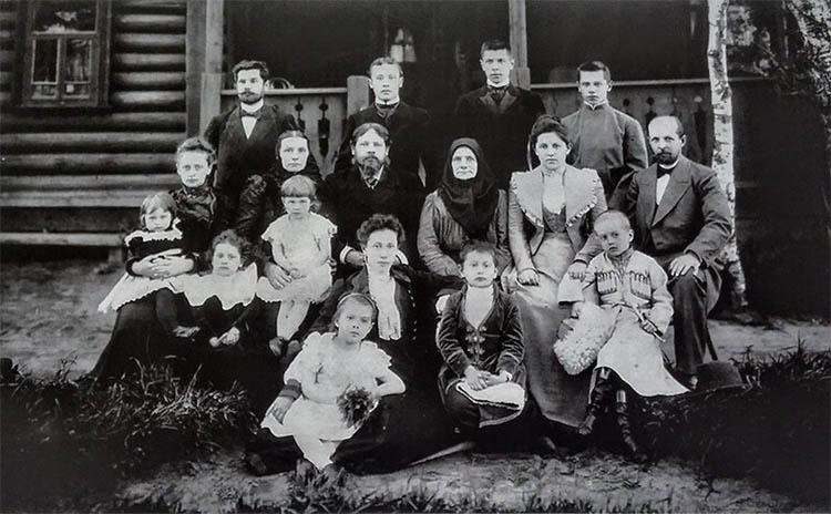 Супруги Муравьевы в кругу родственников-ярославцев