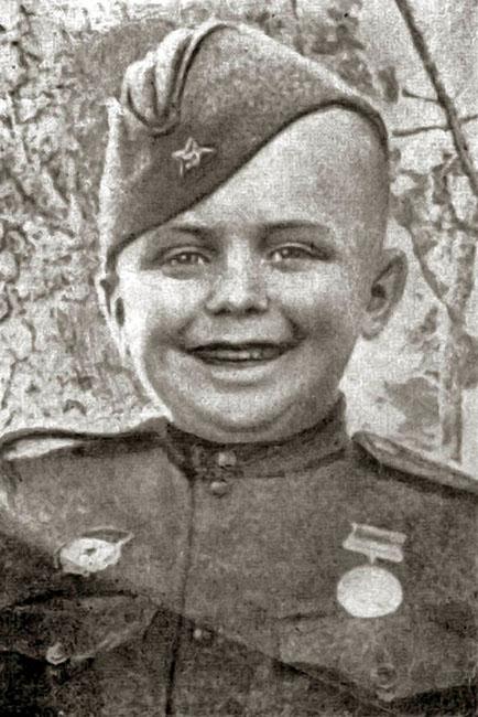 Юный боец Сережа Алешков