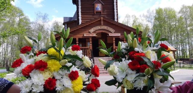 Два букета цветов - к Б. М. Нечаянной Радости и свт. Николаю!