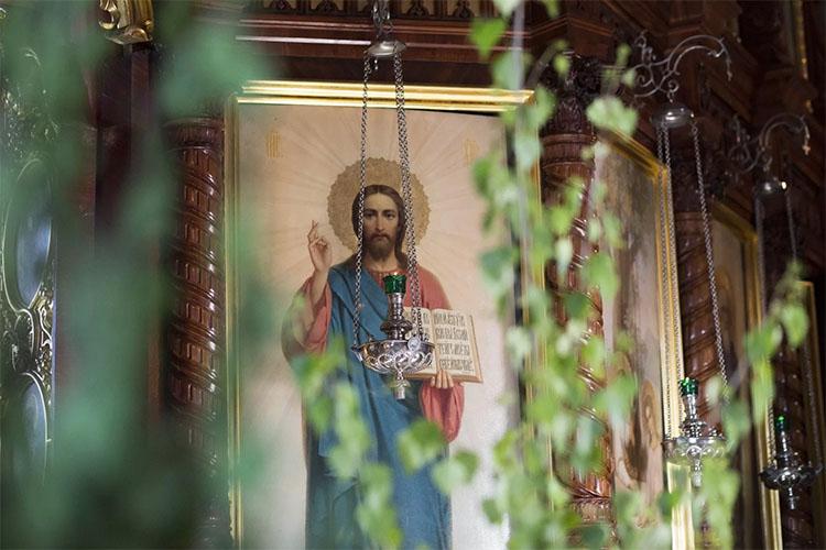 Икона Иисуса Христа в храме