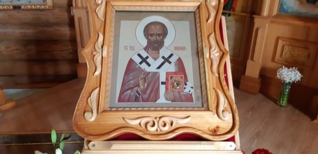17. Икона святителя Николая Чудотворца с мощевиком