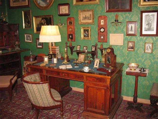 Рабочий стол Николая Лескова