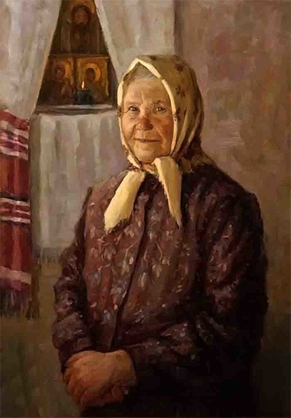Бабушка у икон