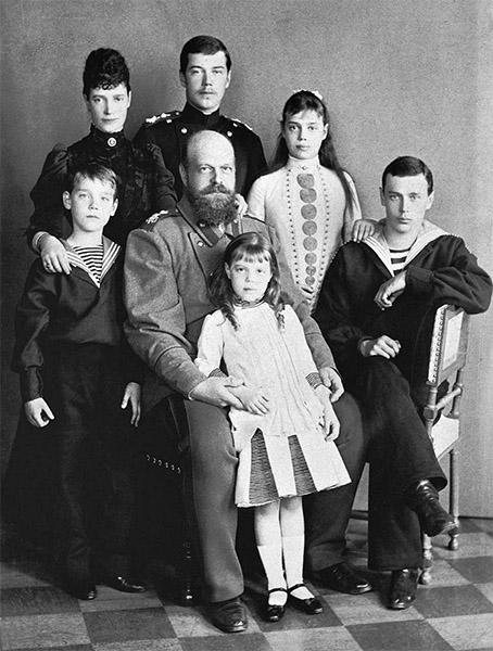 Государь Александр III с семьей