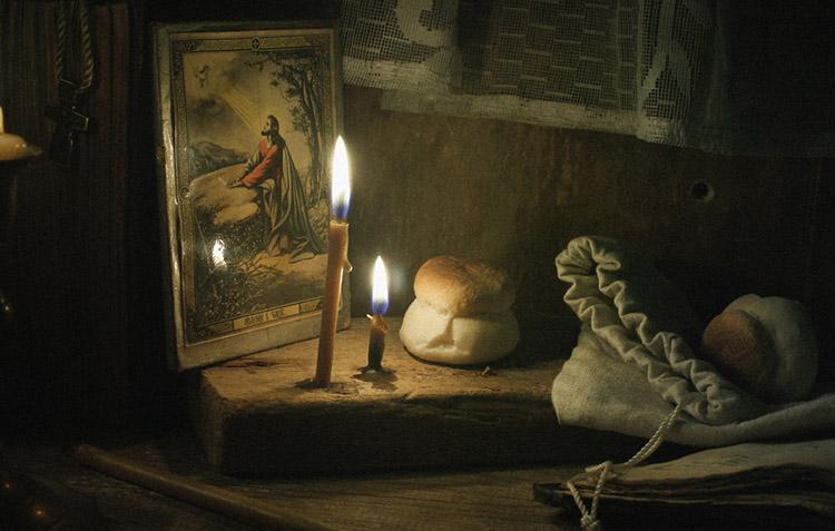 Икона, свечи, просфоры