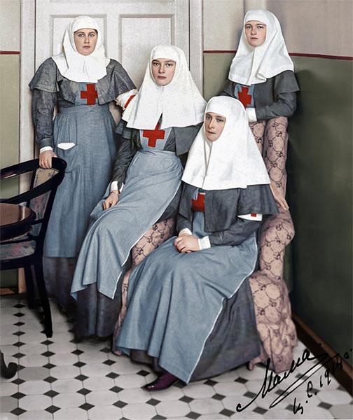 Императрица Александра Федоровна, великие княжны Ольга и Татьяна, фрейлина Анна Вырубова