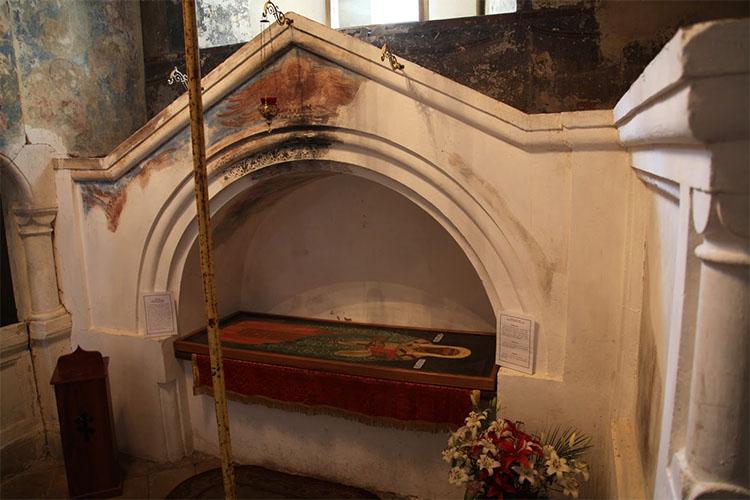 Каменная гробница над мощами Святителя Леонтия Ростовского