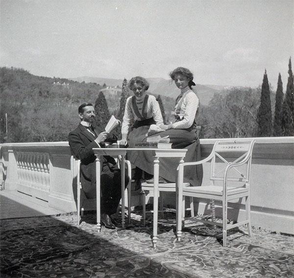 Пьер Жильяр с великими княжнами Ольгой и Татьяной в Ливадии