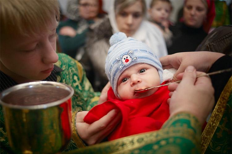 Причащение младенца