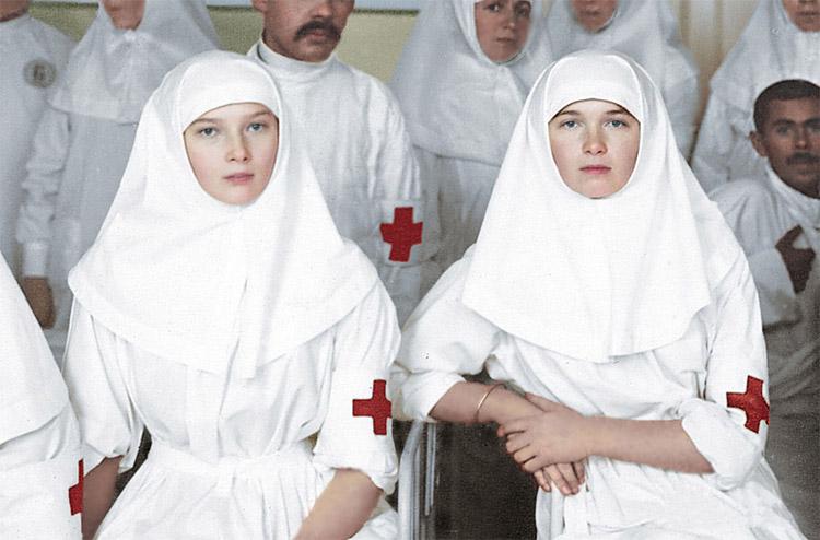 Сестры милосердия великие княжны Ольга и Татьяна