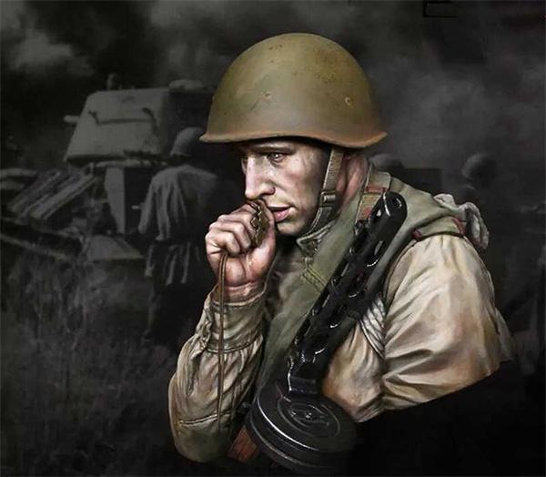Солдат молится
