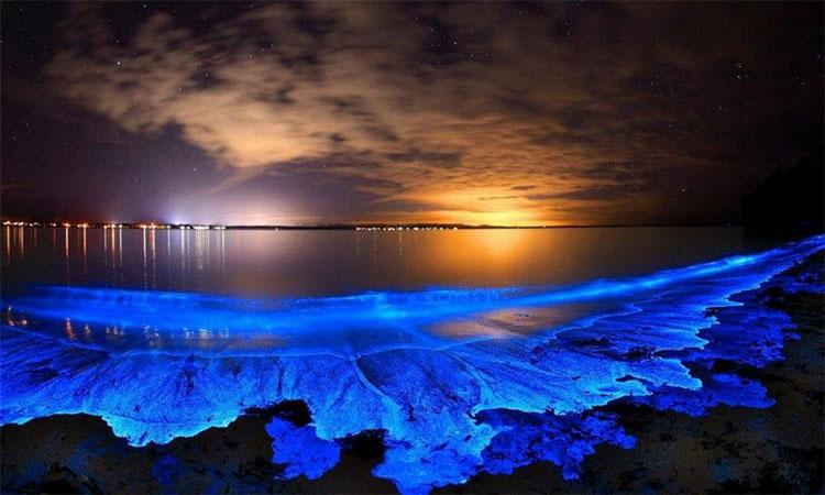 Светящаяся вода на Мальдивах