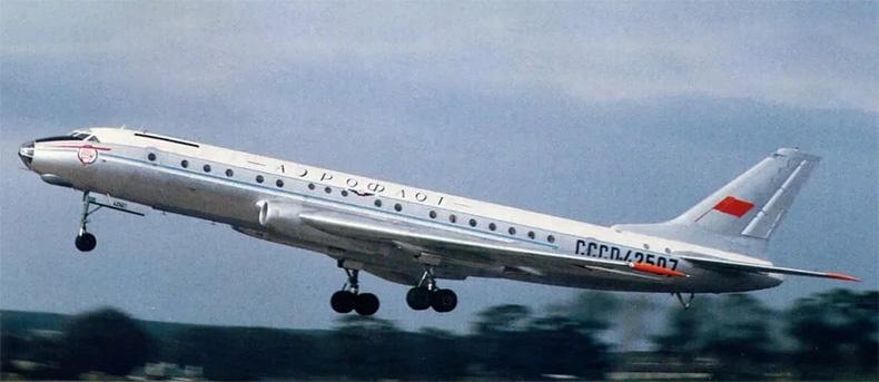 Взлет Ту-104