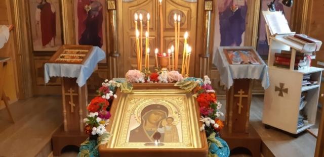 Праздничная икона Казанской Божией Матери