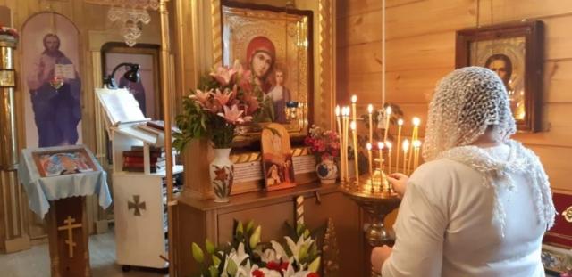 Свечи пред образом Божией Матери - Казанская