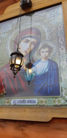 Казанский образ Божией Матери, находящийся на стене храма с нружной стороны
