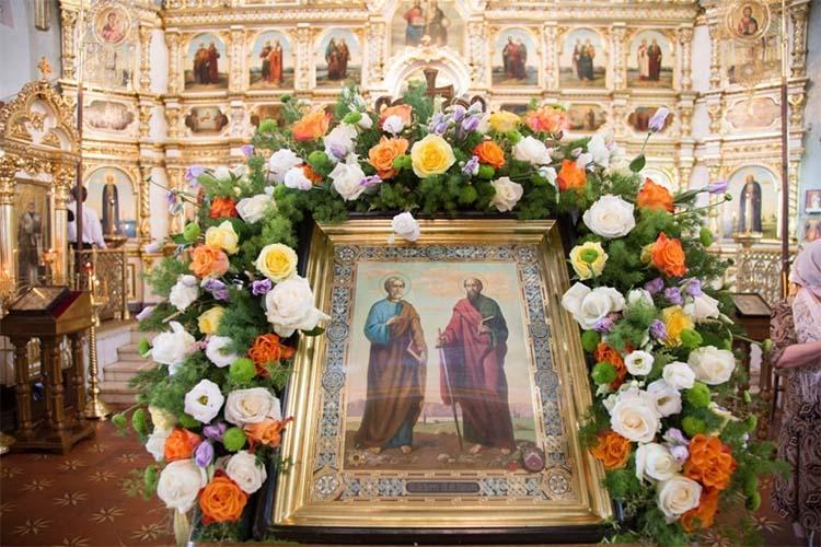 Икона апостолов Петра и Павла в храме