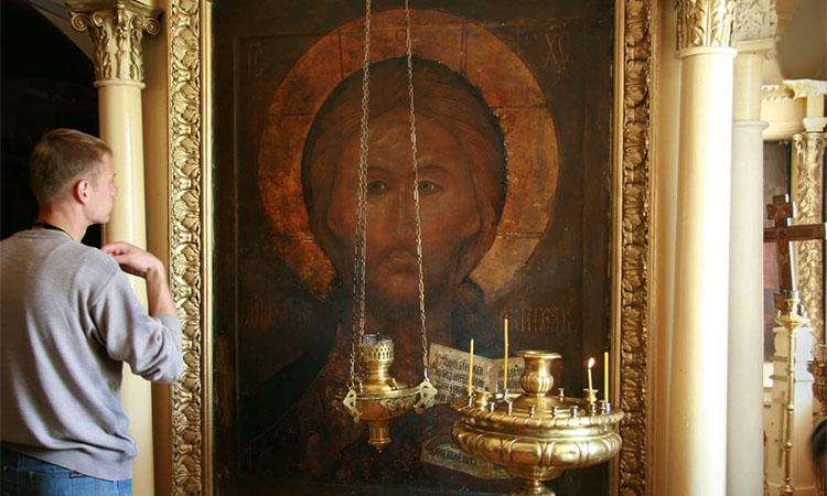 Перед иконой Иисуса Христа