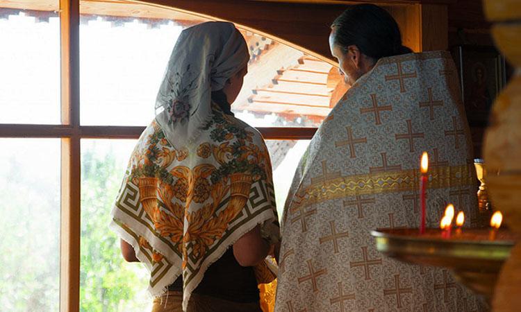 Прихожанка и священник