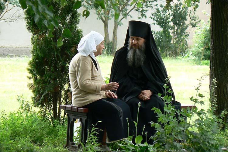 Священник с прихожанкой