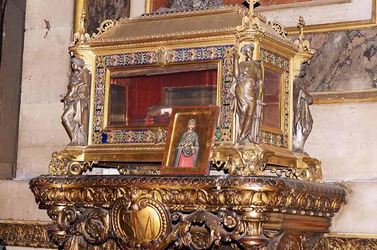 Мощи святой Марии Магдалины в стеклянной раке
