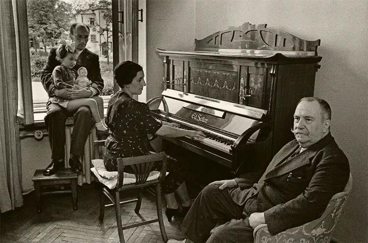 Александр Вишневский с семьей