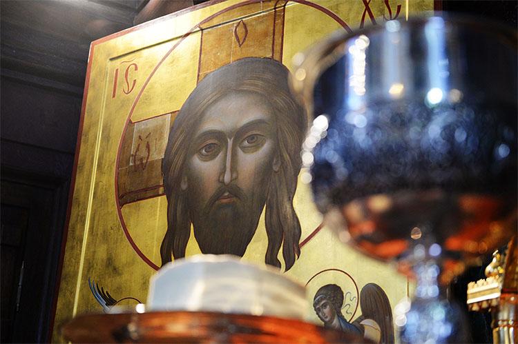 Икона Христа в храме