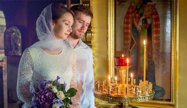 Муж и жена в храме