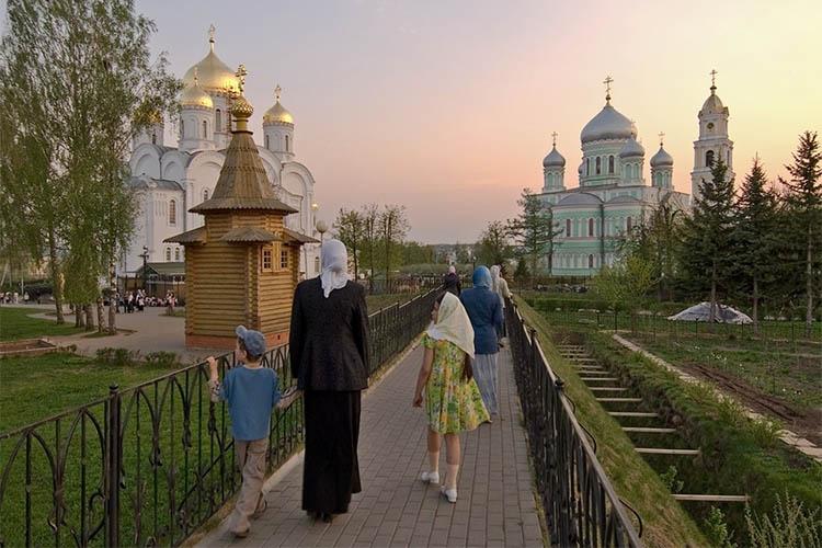 Паломники в Дивеево