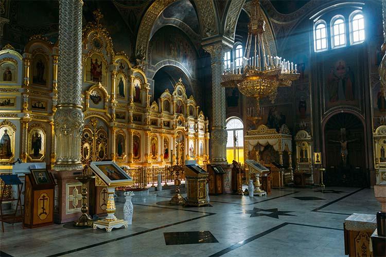 Православный храм внутри