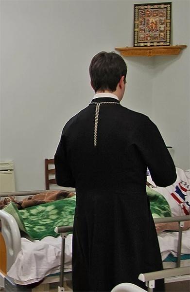 Священник в больнице