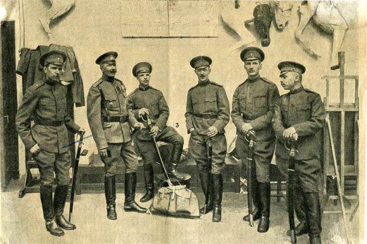 Н. С. Самокиш с учениками перед отправкой на фронт Первой мировой войны