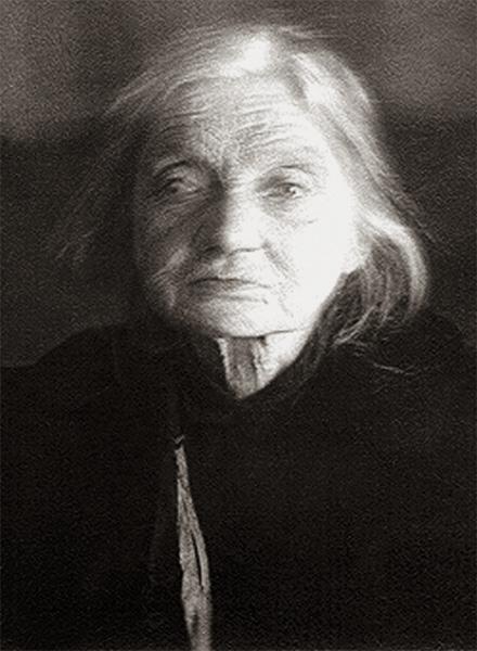 Анна Зерцалова