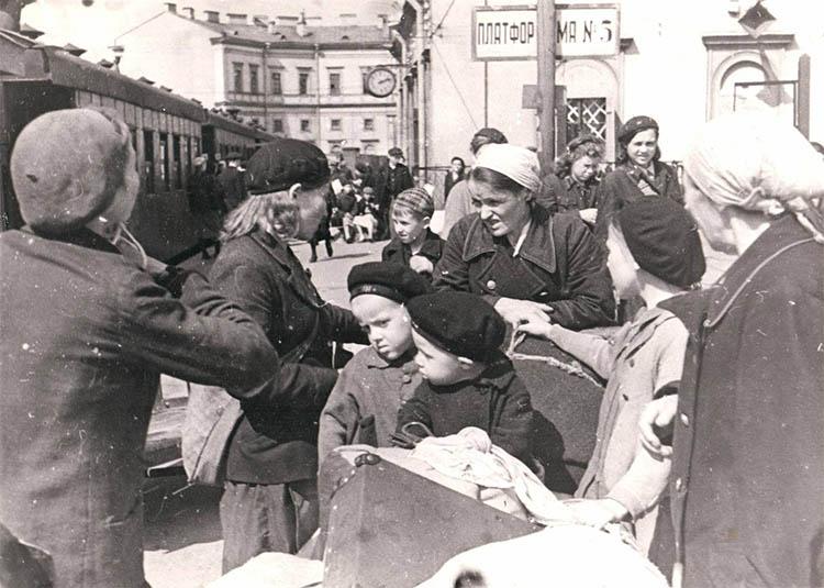 Эвакуация людей из Ленинграда